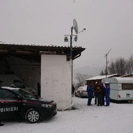 Trescore, impianti elettrici e fognari abusivi Blitz dei carabinieri al campo  nomadi