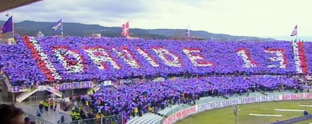 Astori: Fiorentina-Benevento minuto 13  Curva Fiesole si ferma e si veste di viola