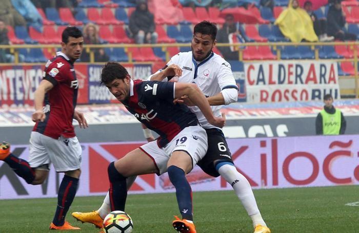 Bologna's Felipe Avenatti (L)
