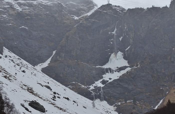 Le cascate del Serio completamente sghiacciate a causa del rialzo delle temperature Alcuni stambecchi nei pressi di Maslana, sotto la pioggia battente