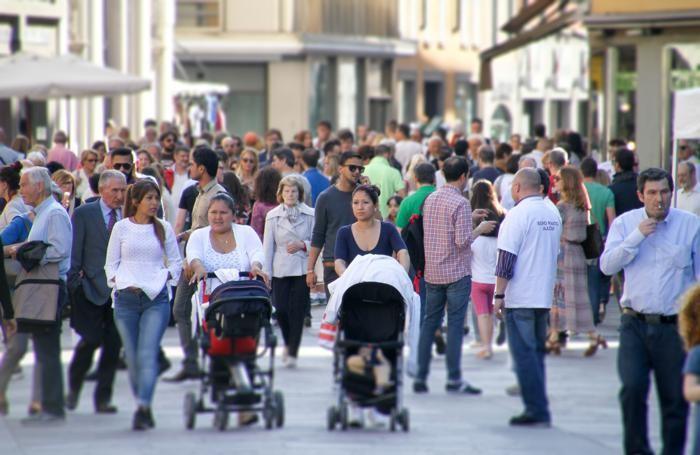folla in centro a Bergamo