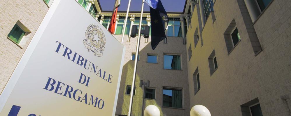«Frasi razziste e fucile puntato» Pontirolo Nuovo, 62enne a processo