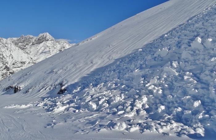 Distacco spontaneo di valanghe dal versante sud del monte Sponda Vaga, sopra Lizzola