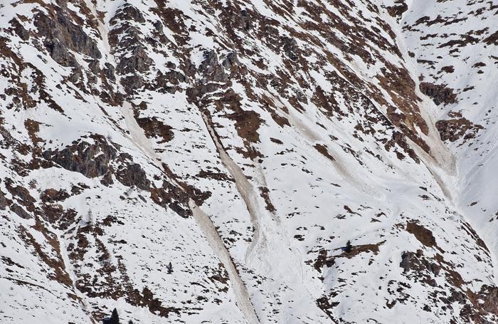 Numerose le valanghe che si sono staccate sul versante sud del monte Pomnolo