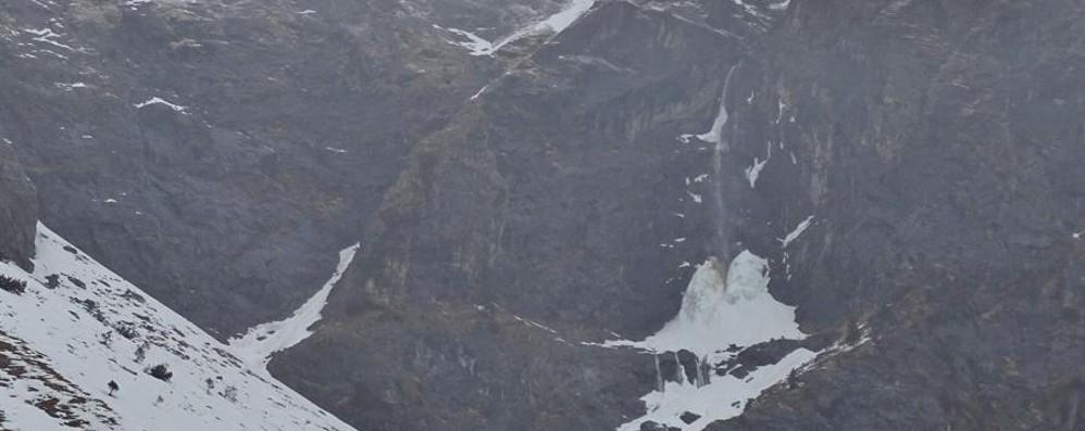 Pioggia battente anche in Alta Val Seriana Si scioglie il ghiaccio delle Cascate