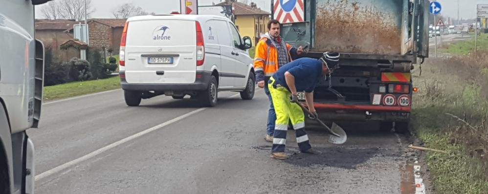 Buche, danni all'auto: spesa da 150€ in su  «Ma per sistemare le strade serve tempo»