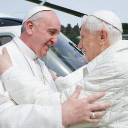 «Ora basta», Ratzinger difende Bergoglio