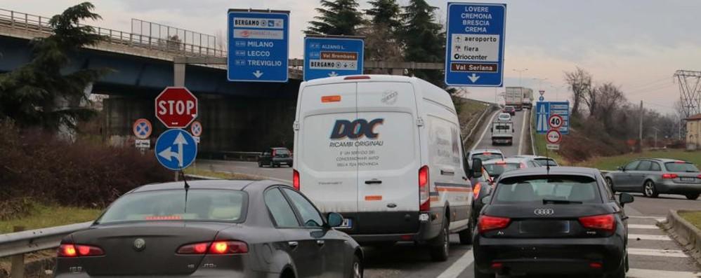 A4, incidente al casello di Bergamo Lunghe code, attenzione al traffico