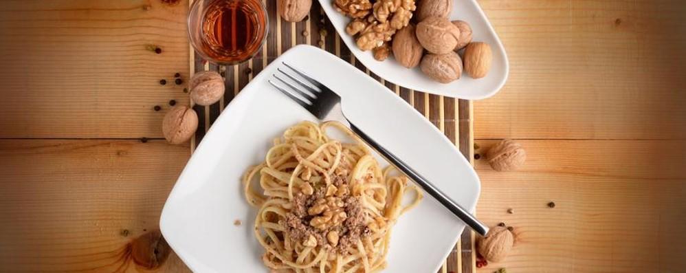 Spaghetti con gli amici con sugo di noci
