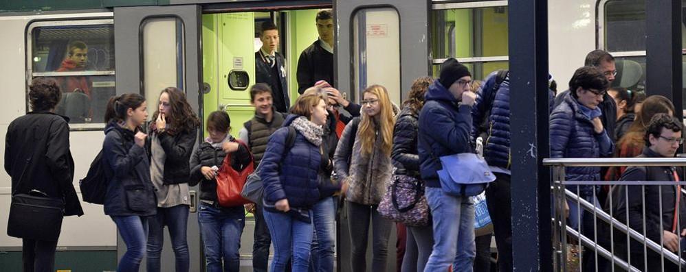 Treni, altra giornata nera per i pendolari «Soppressioni senza motivo...»