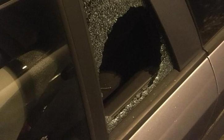 Pedrengo, raid vandalico nella notte Danneggia 10 auto,poi va a fare colazione