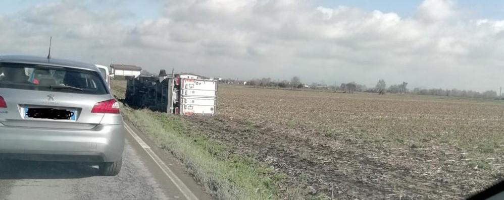 Camion si ribalta e esce di strada Martinengo, ferito 42 enne - Foto