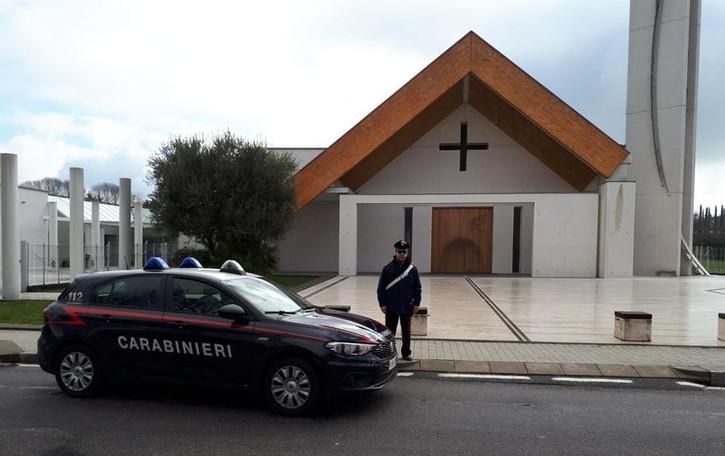 Curno, 54enne ruba in casa parrocchiale Scappa dal terrazzo, preso dai carabinieri