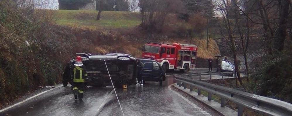 Sbanda e viene sbalzato dall'auto 66enne muore schiacciato a Rota Imagna