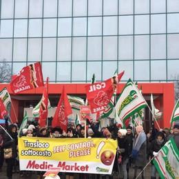 Mediaworld, sciopero a Curno I lavoratori sfidano anche la neve