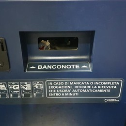 «Ripuliscono» tre distributori nella Bassa Banconote risucchiate con l'aspirapolvere