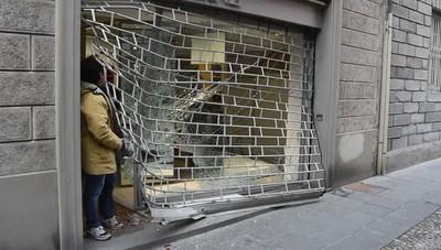 Bergamo, spaccata in pieno centro  Presa di mira la boutique di lusso Bernè