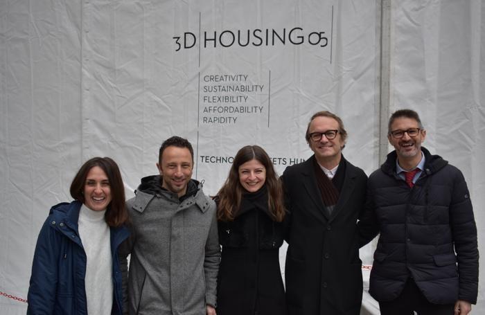 Il team di ricerca Italcementi con l'architetto Locatelli