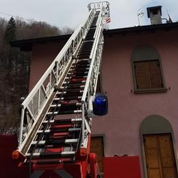 Gorno, fiamme in un'abitazione Il rogo causato dalla canna fumaria