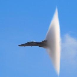 Boom sonici provocati dagli aerei Cosa sono e perché si verificano - Video