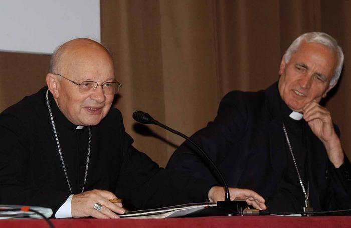 Monsignor Lino Belotti con il vescovo Roberto Amadei durante l'Assemblea diocesana del 2002