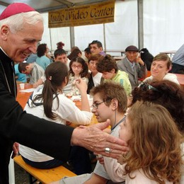 Bergamo piange il vescovo Belotti Il prete degli emigranti - Foto e Video