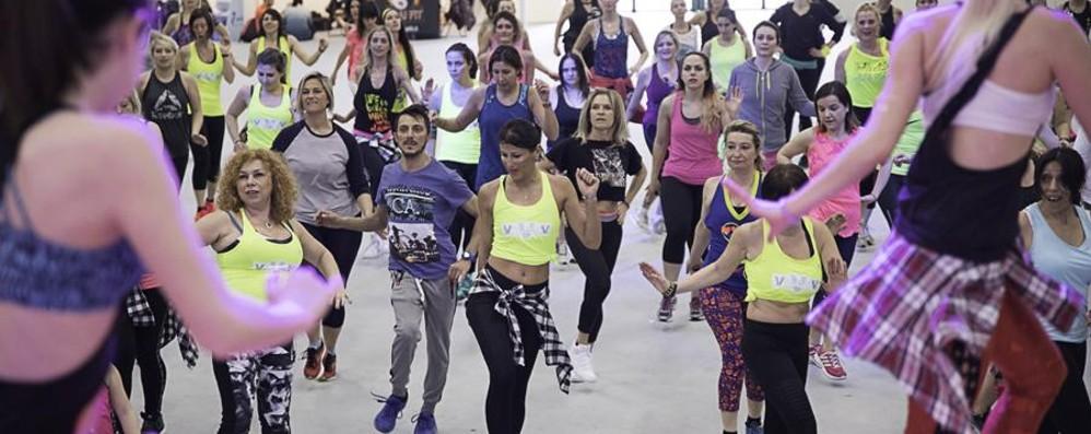 Tutti a ballare la zumba - Foto Alla Fiera di Bergamo in 4 mila per InFit