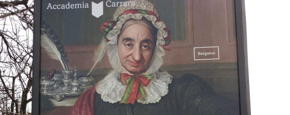 «Bella, intelligente e godibile» Il manifesto della Carrara diventa sessista
