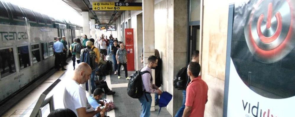 Treni soppressi, i sindacati all'attacco  «Manca personale, così non si va avanti»