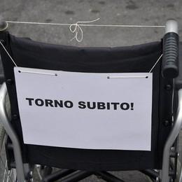 Auto nei parcheggi riservati ai disabili Scatta la «multa social» a Treviglio