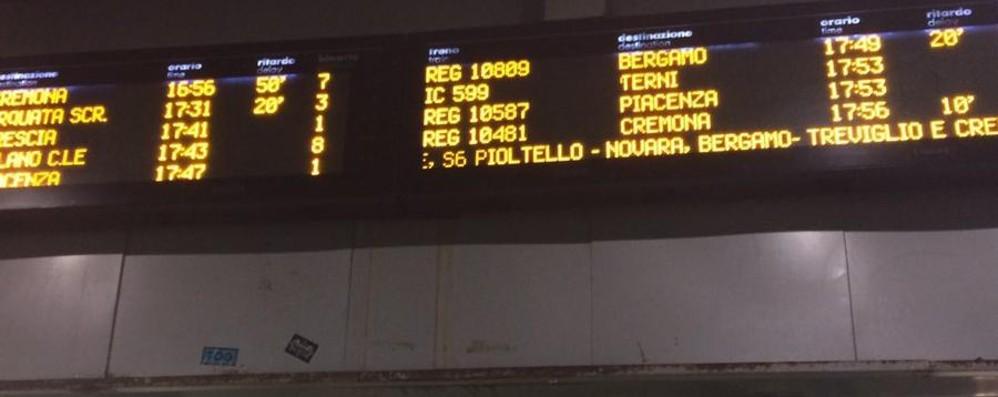 Treni, continuano i problemi (e i disagi) Lavori a Rovato, ritardi e cancellazioni