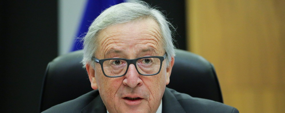 Commissione Ue, bandiere a mezz'asta per vittime Francia