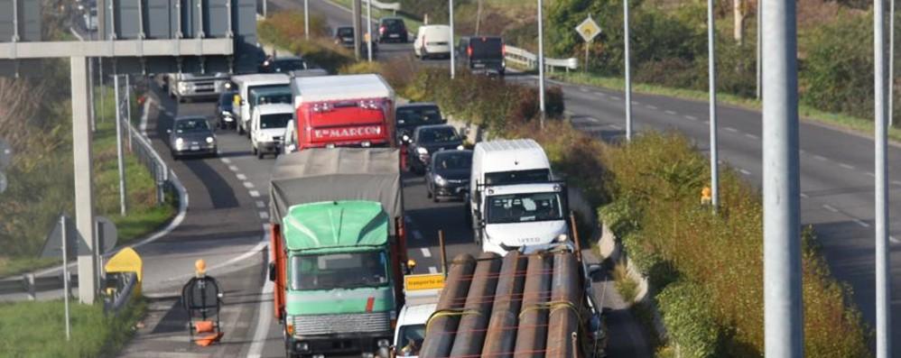 Incidente sull'Asse, traffico in tilt Coinvolta anche bimba di un anno