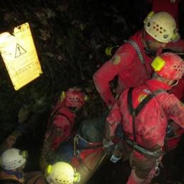 Dossena, esercitazione in grotta Cade speleologo 42enne, è grave