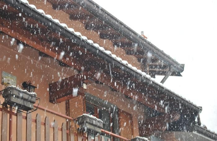 Neve a Levate