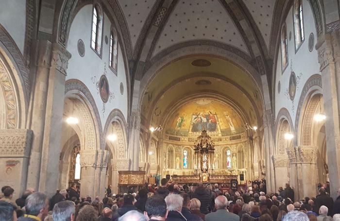 La chiesa gremita