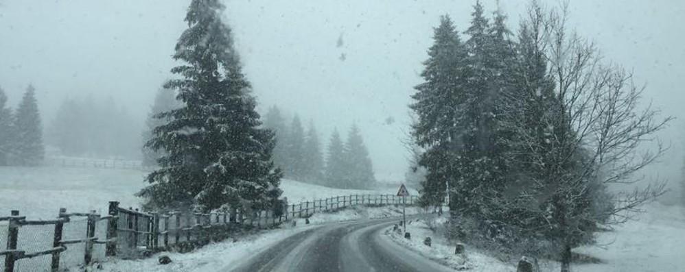 Manca un giorno a Pasqua e nevica Fiocchi nelle valli bergamasche – Video