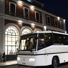 Niente treno, sulla Calcio-Treviglio solo 5 pendolari sul «bus fantasma»