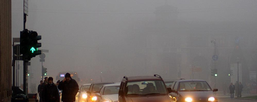 Domenica con la nebbia a Bergamo E nuova settimana di pioggia e freddo