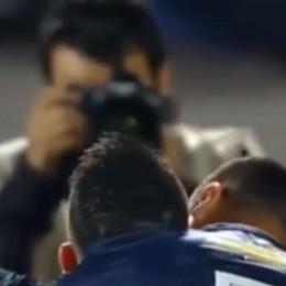 Astori, a Firenze  minuto di silenzio alle 13 Struggente dedica di Pinilla dopo il gol