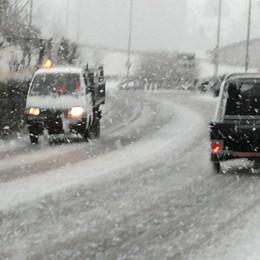 Val Seriana, le strade coperte di neve Grossi problemi per gli automobilisti