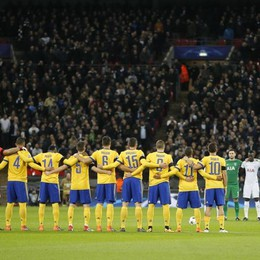 Astori ricordato anche a Londra - Foto Un minuto di silenzio al Wembley Stadium