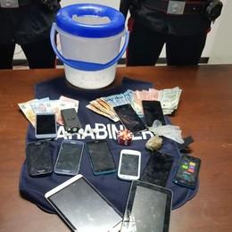 Blitz in un appartamento abusivo Sequestrati i pizzini per lo spaccio di droga