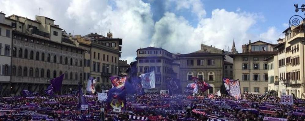 Il mondo del calcio per Davide - Gallery E i tifosi lo salutano con la sciarpata