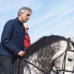 Andrea Bocelli in gita a Spirano - Video «Invitatemi a cantare al Donizetti, io verrò»