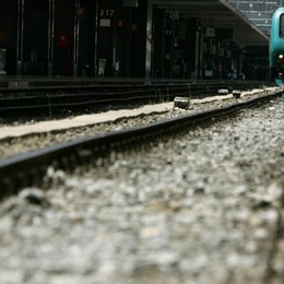 Attraversa i binari, investito dal treno Ferito ricoverato a Bergamo, ritardi