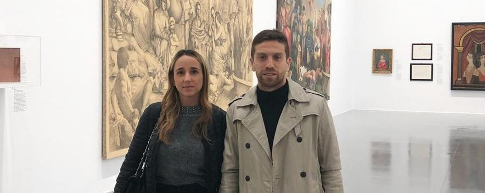 Artista in campo, amante dell'arte fuori Il Papu Gomez all'accademia Carrara