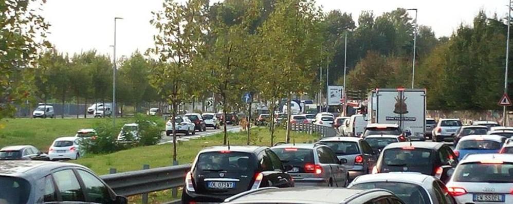 Ecco come evitare il traffico Code, attenzione alle strade bagnate
