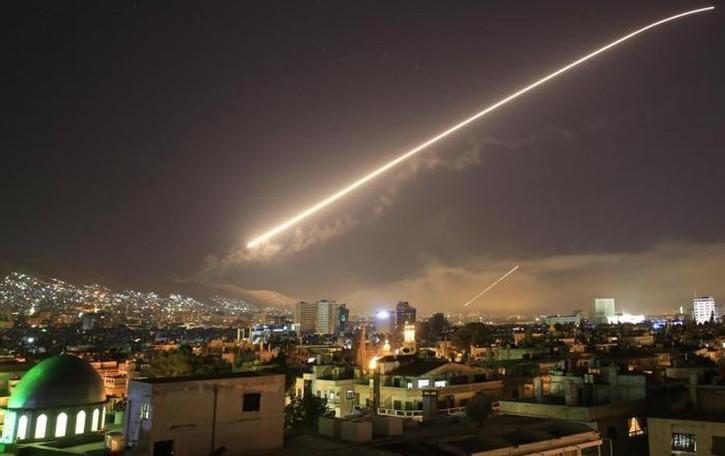 Stati Uniti, Uk e Francia attaccano la Siria Azione mirata, colpiti siti chimici