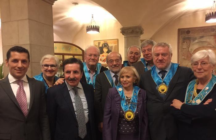 I titolari del Colleoni- Dell'Angelo con il direttivo del club